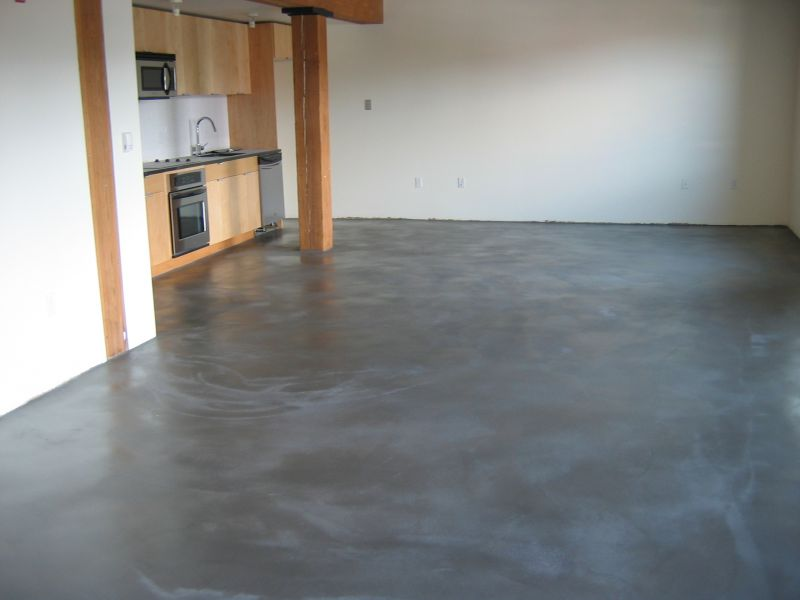 Come posare un pavimento in cemento con impasto for Concrete floor covering ideas
